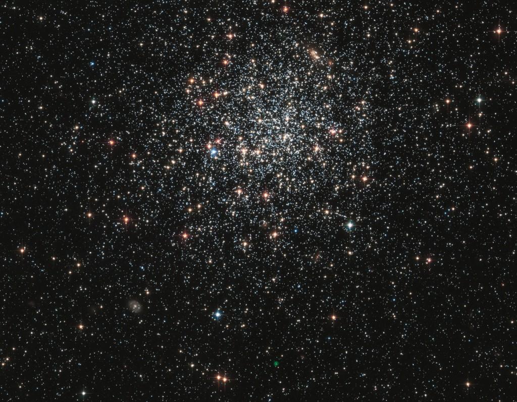 Stjärnhopen NGC1846 som kretsar runt Vintergatan på ett avstånd på 160 000 ljusår. Foto: Nasa & The Hubble Heritage Team.
