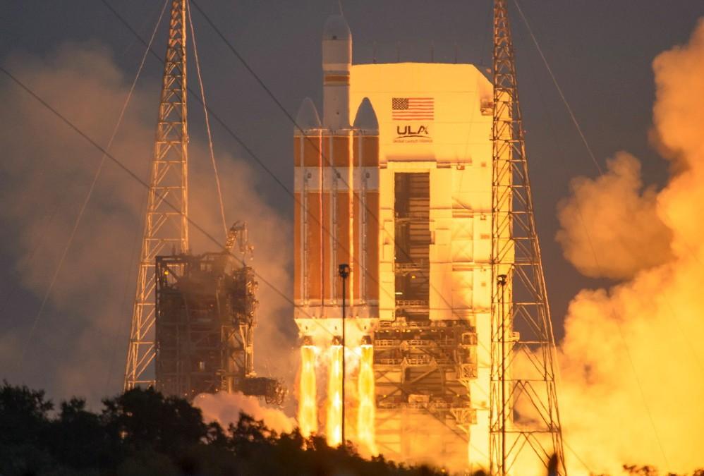 Orions Testflygning Runt Jorden